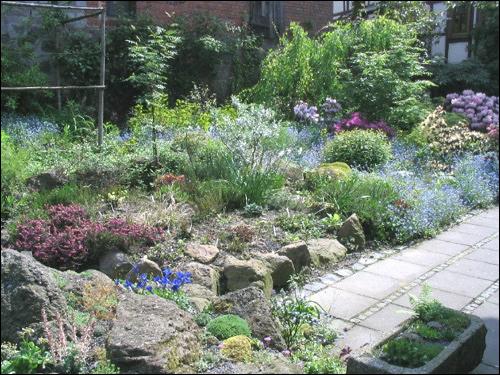 Verwendung der Steine im Steingarten