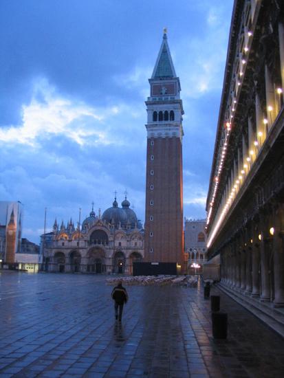 Piazza San Marco früh