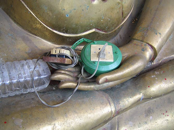Buddha-Elektrik - Makro mit Diigital Ixus 40